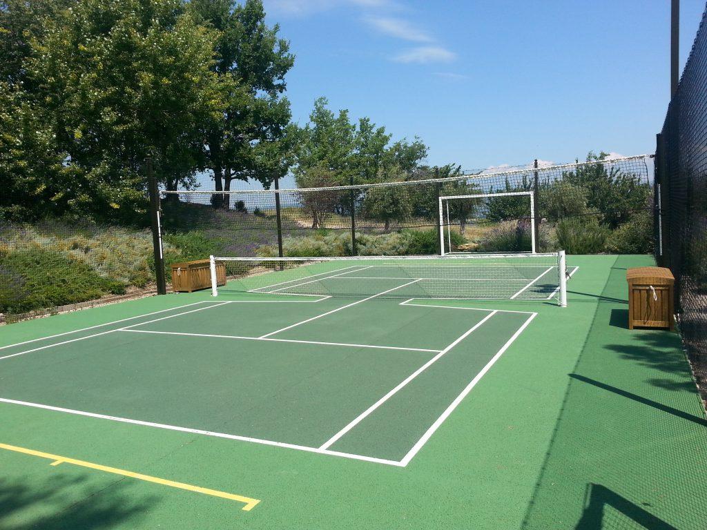 cr ation d 39 un halfcourt multisport en b ton poreux tennis du midi. Black Bedroom Furniture Sets. Home Design Ideas