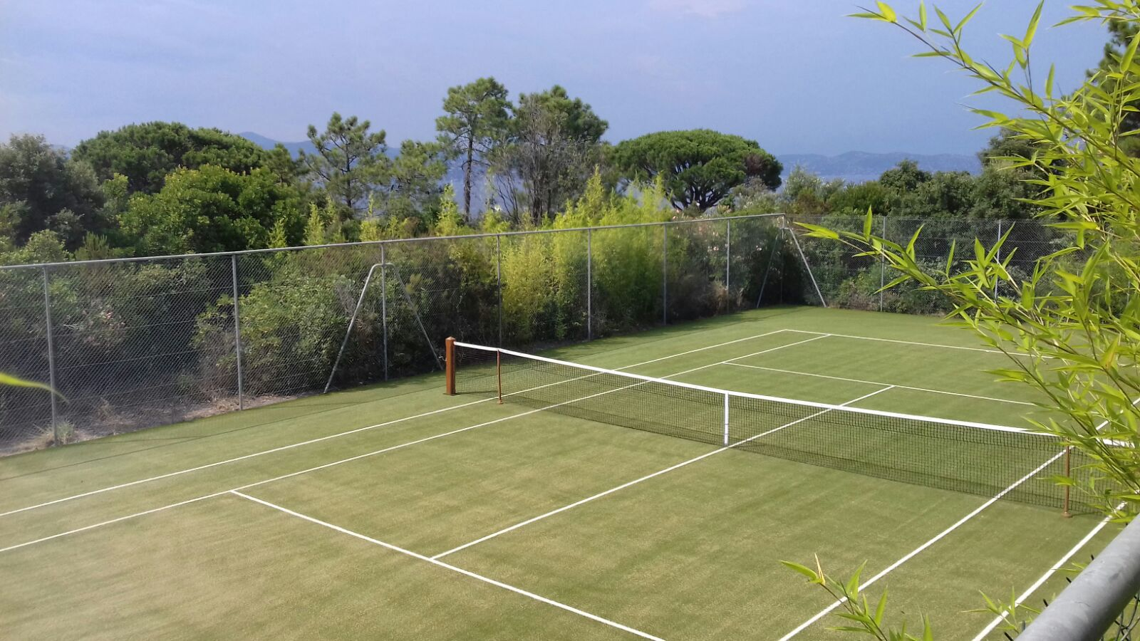 renovation synthetic grassrenovation synthetic grass court tennis du midi. Black Bedroom Furniture Sets. Home Design Ideas